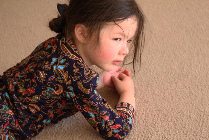 Arddun-solo-on-carpet