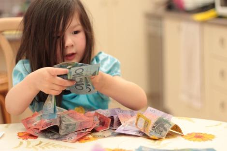 Arddun with pile of money