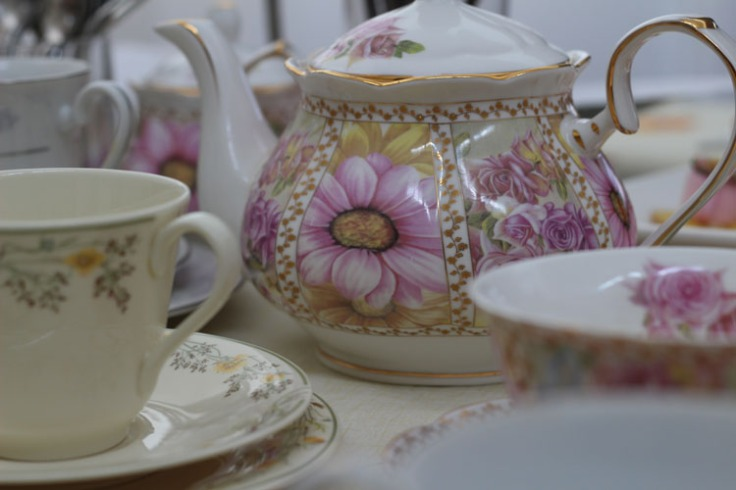 Teapot and teacups