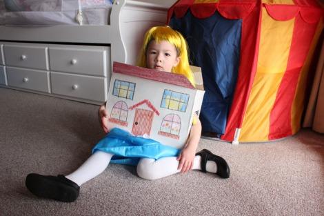 Arddun as Alice with house