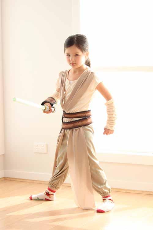 Arddun staring into the camera wearing Rey costume