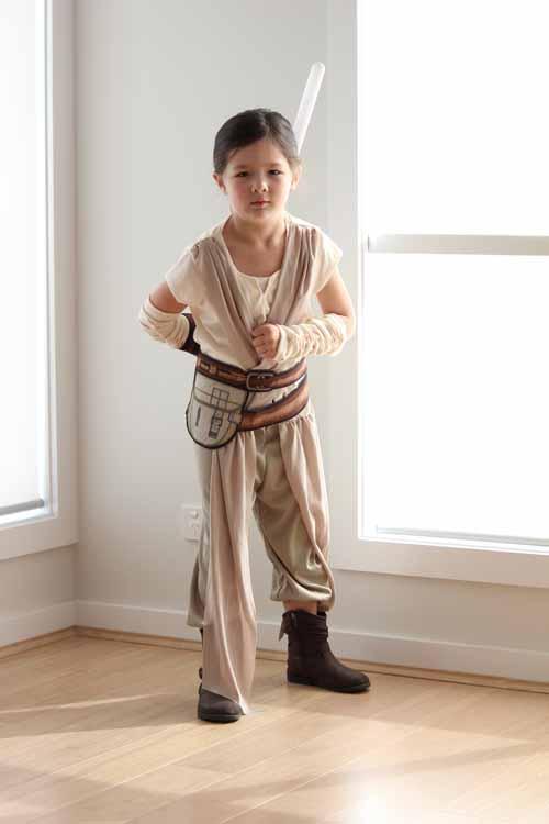 Arddun bending over dressed as Rey